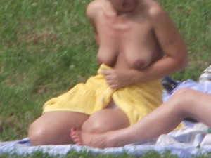 Busty-Nudists-%5Bx18%5D-x7eexvtcki.jpg